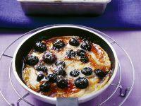 Heidelbeerpfannkuchen mit Karamell und Vanilleeis