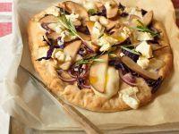 Herbstliche Pizza mit Birne