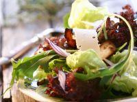 Herbstsalat mit Käse und Pilzen