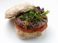 Hirsch-Burger mit Rucola