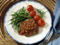 Hirschsteaks mit Schalottensauce und Gemüse