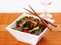 Im Wok gebratenes Rindfleisch mit Gemüse