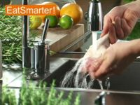 eine mango sch len und halbieren eat smarter. Black Bedroom Furniture Sets. Home Design Ideas