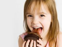 Kinder und Süßigkeiten