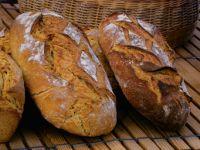 Macht Wasser altes Brot wieder frisch?