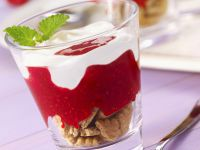 Joghurt-Himbeer-Dessert mit Keksen