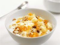 Joghurt mit Aprikosen und Nüssen