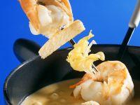 Käsefondue mit Scampi und Brot