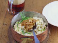 Käsespätzle mit Sauerkraut und Zwiebeln