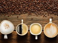 Kaffeebohnen und Tasse Kaffee