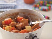 Kalbsgulasch mit Karotten-Pastinaken-Gemüse