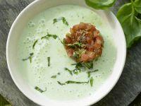 Kalte Basilikum-Dickmilch-Suppe