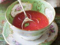 Kalte Suppe aus Wassermelone mit Kräutern