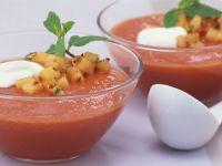 Kalte Tomatensuppe mit Melone und Chili