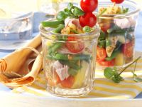 Kartoffel-Bohnen-Salat im Glas mit Brunnenkresse und Kasseler