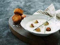 Kartoffel-Fisch-Frikadellen mit Sellerie-Kokos-Suppe