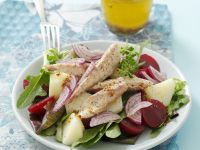 Kartoffel-Rote-Bete-Salat mit Räuchermakrele