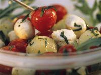 Kartoffel-Tomatensalat mit Mozzarella