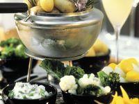 Kartoffel- und Gemüsefondue mit Hühnerbrühe