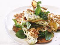 Süßkartoffelchips mit Walnusskernen, Brunnenkresse und Fenchel-Kräuter-Mayonnaise