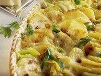 Kartoffelgratin mit Käse, Schinken und Lauchzwiebeln