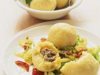 Kartoffelklöße mit Bratwurstfüllung