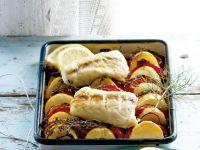 Kartoffeln mit Knoblauch und Ofenfisch
