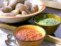 Kartoffeln mit Salzkruste und Mojosoßen