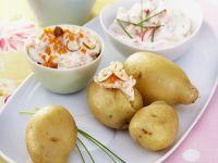 Kartoffeln mit verschiedenen Quark-Dips