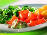 Kartoffeln mit Lachs und Spinatsalat
