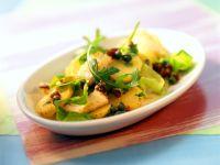 Kartoffelsalat mit Fisch, getrockneten Tomaten und Rucola