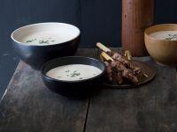 Kastaniencremesuppe und Fleischspieße
