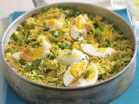 Kedgeree mit Gemüse und hartem Ei