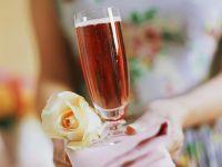 Kir Royal mit Rosensirup