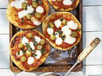 Kleine Pizzen mit Oliven