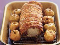 Knuspriger Schweinebraten mit Bratäpfeln