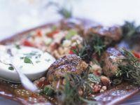 Köfte aus Lamm mit Couscous und Joghurtdip