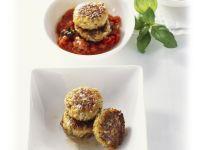 Kohlrabi-Buletten und Tomatensoße mit Paprika