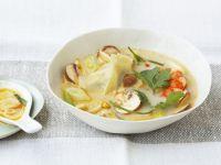 Kokossuppe mit Garnelen und Teigtaschen (Wan Tan)