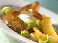 Koteletts mit Lauch und Apfel