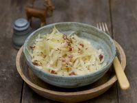 Krautsalat mit Speck und Kümmel