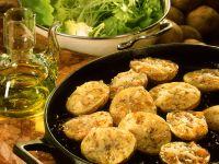 Kümmel-Sesam-Kartoffeln mit Käse aus dem Ofen