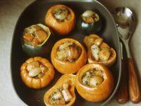 Kürbisse mit Füllung aus Schalotten und Maroni