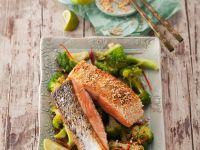 Lachs mit Sesamkruste und Brokkoli
