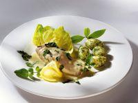 Lachs mit Weinsauce und Kartoffeln