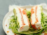 Lachs-Terrine auf Zucchinisalat