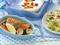 Lachsfilet mit Gemüse und Salat