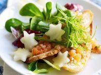 Lachsforelle mit Salat und Birne