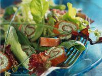 Lachsrollen mit gemischtem Salat