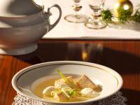 Lachssuppe mit Hechtklößchen
